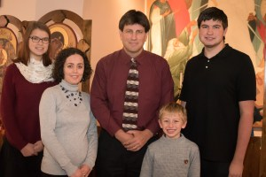 A picture of the Hoppe family: Nathan, Gabriela, and three children